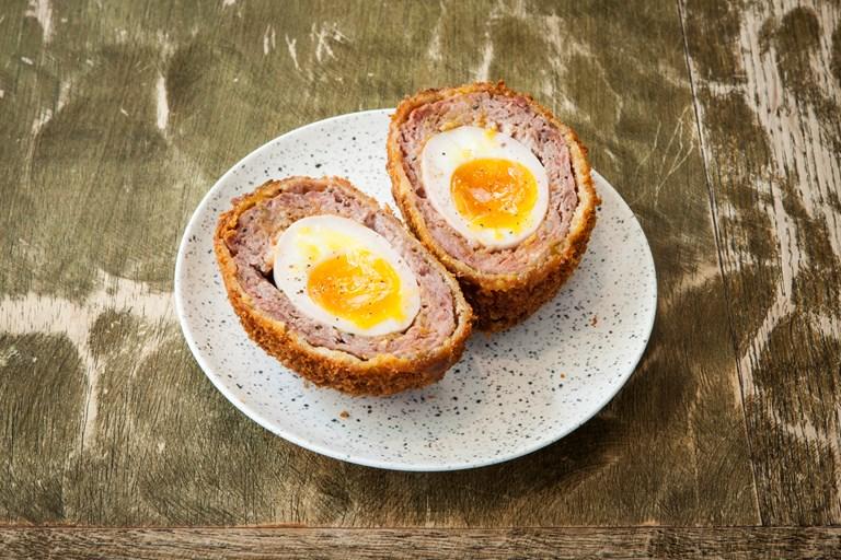 Deli: Deli: Schottische Eier (Foto via Great British Chefs) Eier (Foto via Wikimedia)