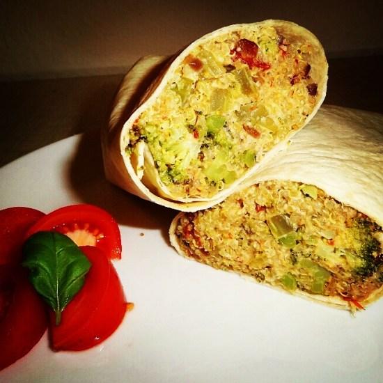 Veganer Burrito mit Quinoa und Cashew-Creme