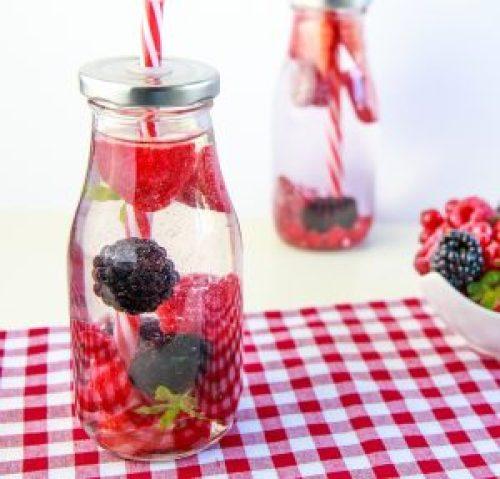Kalorienfallen meiden - mit selbstgemachtem Fruchtwasser