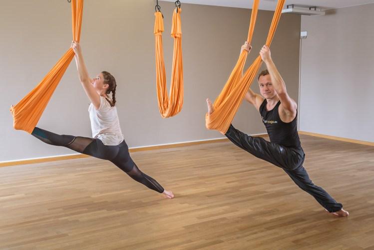 Dehnen für's Aerial Yoga mit Aearil Yoga Lehrer und Ausbilder Jost Blomeyer