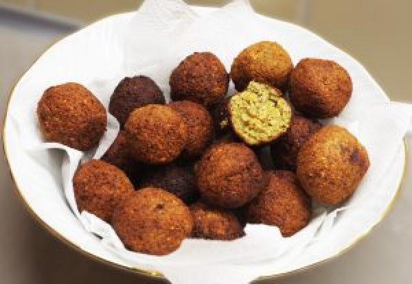 Goldbraun und herrlich duftend: unsere Falafelbällchen für den veganen Falafel Dürüm