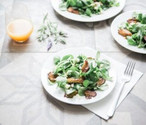Salat mit Kokosmilch-Salatdressing
