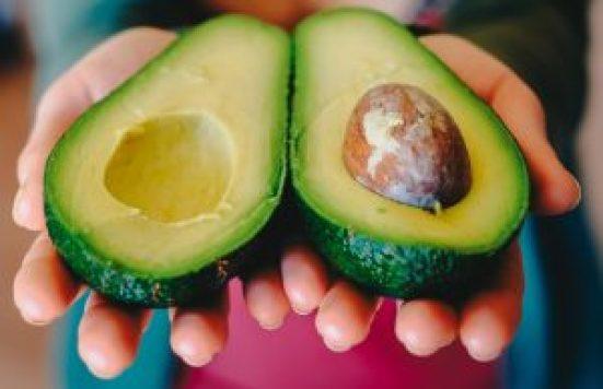 Avocados für vegane Schokocreme