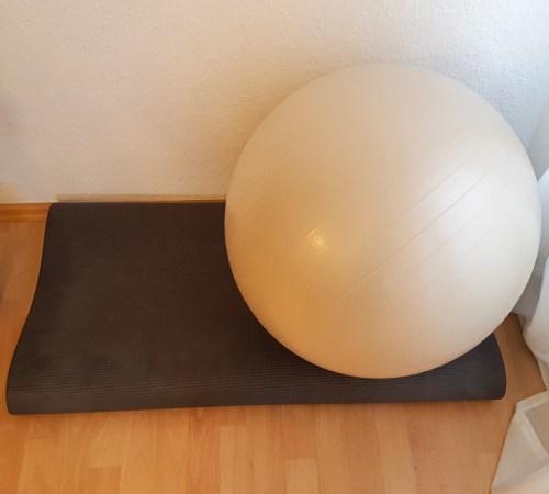 Fitnesshelfer: Gymnastikball & Matte
