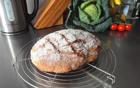 Veganes Walnuss-Brot mit Rosmarin
