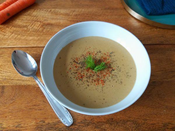 Vegane Auberginen-Suppe mit gegrilltem Gemüse