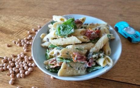 Veganer Nudelsalat mit Hummus-Joghurt-Dressing