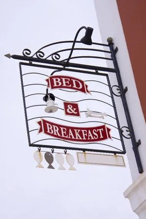 Bed & Breakfast © Aquariagirl1970 | Dreamstime.com