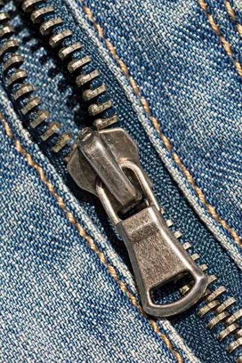 jeans zipper © Grazvydas | Dreamstime.com