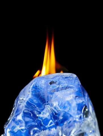 Fire and ice © Diman Oshchepkov | Dreamstime.com