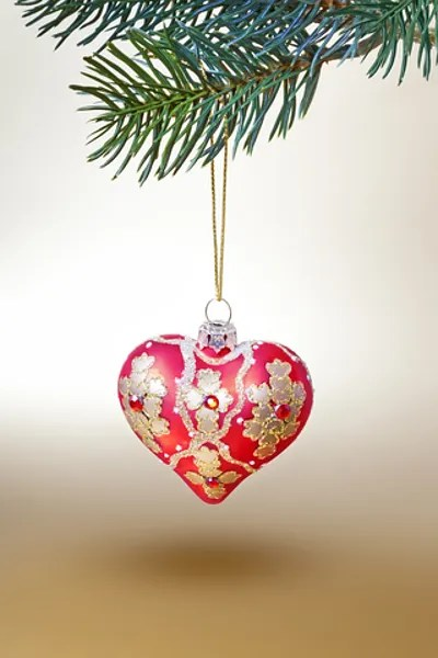 Single heart ornament © Markus Gann | Dreamstime.com