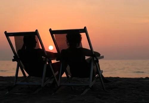 Watching the sunset together © Galina Barskaya | fotolia.com