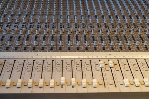 Dresdner Gospel Chor im Tonstudio mit Mixer
