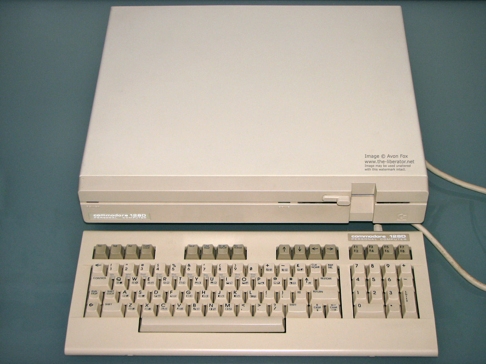 Commodore 128D C128DCR Disassembled