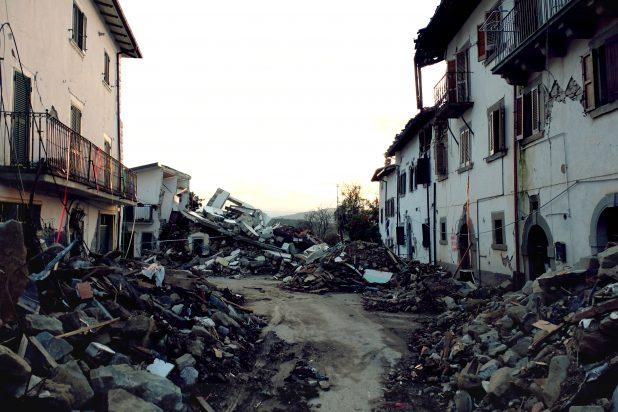 Immagine di macerie causate dal terremoto