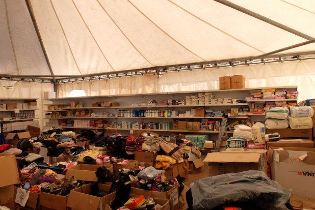 un magazzino pieno di aiuti per Norcia