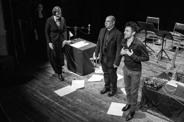 Elio Germano alla fine dello spettacolo al Teatro di Anghiari