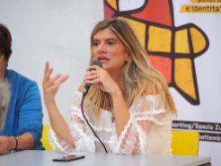 """Federica Angeli parla del suo libro """"A mano disarmata"""" a FolignoLibri"""