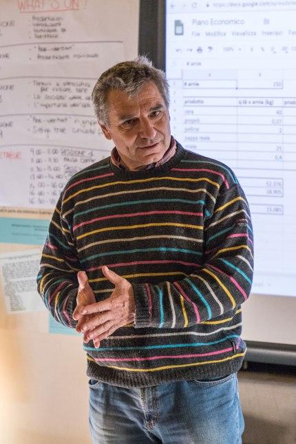 Marco Valentini tiene una lezione al corso bee-friendly CAMPUS
