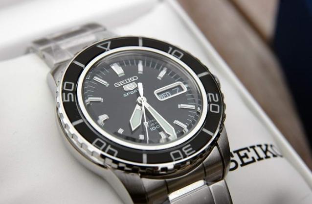 Τα 10 πιο οικονομικά αυτόματα ανδρικά ρολόγια! – DogWay.gr 48cda6e5b0c