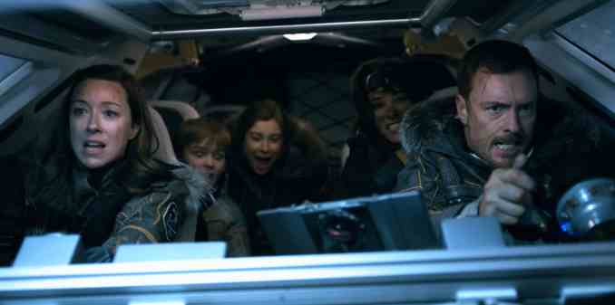 (l-r) Molly Parker, Maxwell Jenkins, Mina Sundwall, Parker Posey and Toby Stephens in Lost in Space