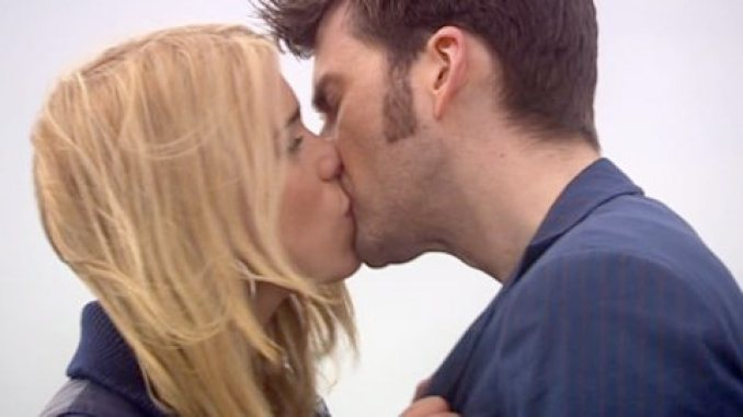 Doctor and Rose snogging