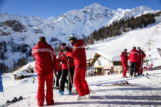 The Ski Schools are ready to start at Plan Checrouit - Photo Gughi Fassino - Centro Servizi Courmayeur. Courmayeur Mont Blanc. HOW WOULD A NO-DEAL BREXIT AFFECT THE TRAVEL INDUSTRY? MPI BROKERS GIVES ITS INTERPRETATION OF INFORMATION FROM VARIOUS SOURCES.