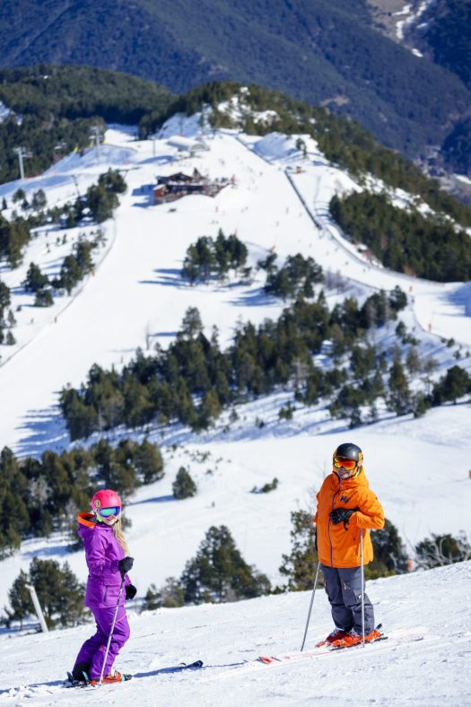 Photo: Snow enthusiasts enjoy the pistes of Pal Arinsal. Photo: Vallnord - Pal Arinsal.