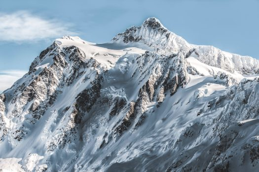Avalanches- Kea Mowat. Unsplash photo. 1 dead and 3 missing in Verbier