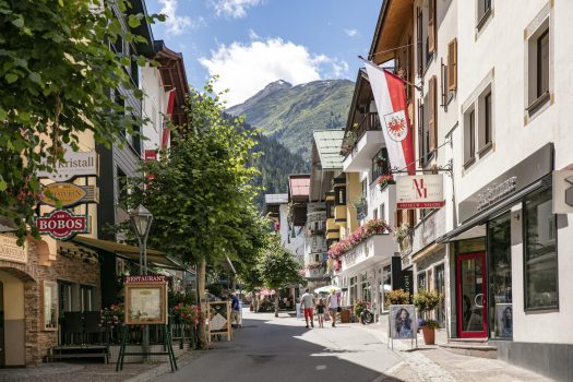 After the summer day in St. Anton am Arlberg, the Tyrolean mountain village invites its guests to a walk with a culinary finale Picture credits: TVB St. Anton am Arlberg / photographer Christoph Schöch