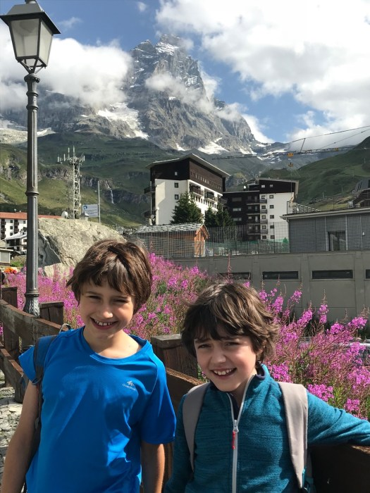 The boys with the Monte Cervino in the backdrop. A trekking day with the family in Cervinia.