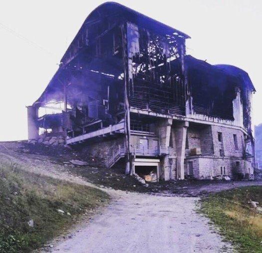 The structure after the fire. Les Grands Montets- Compagnie du Mont Blanc.