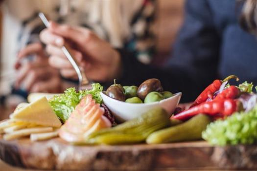 Food, glorious food! Take a stop in one of the 60 cosy restaurants in the slopes. What's new for the 2018/19-ski season at Skicircus Saalbach Hinterglemm Leogang Fieberbrunn – the home of Lässig.