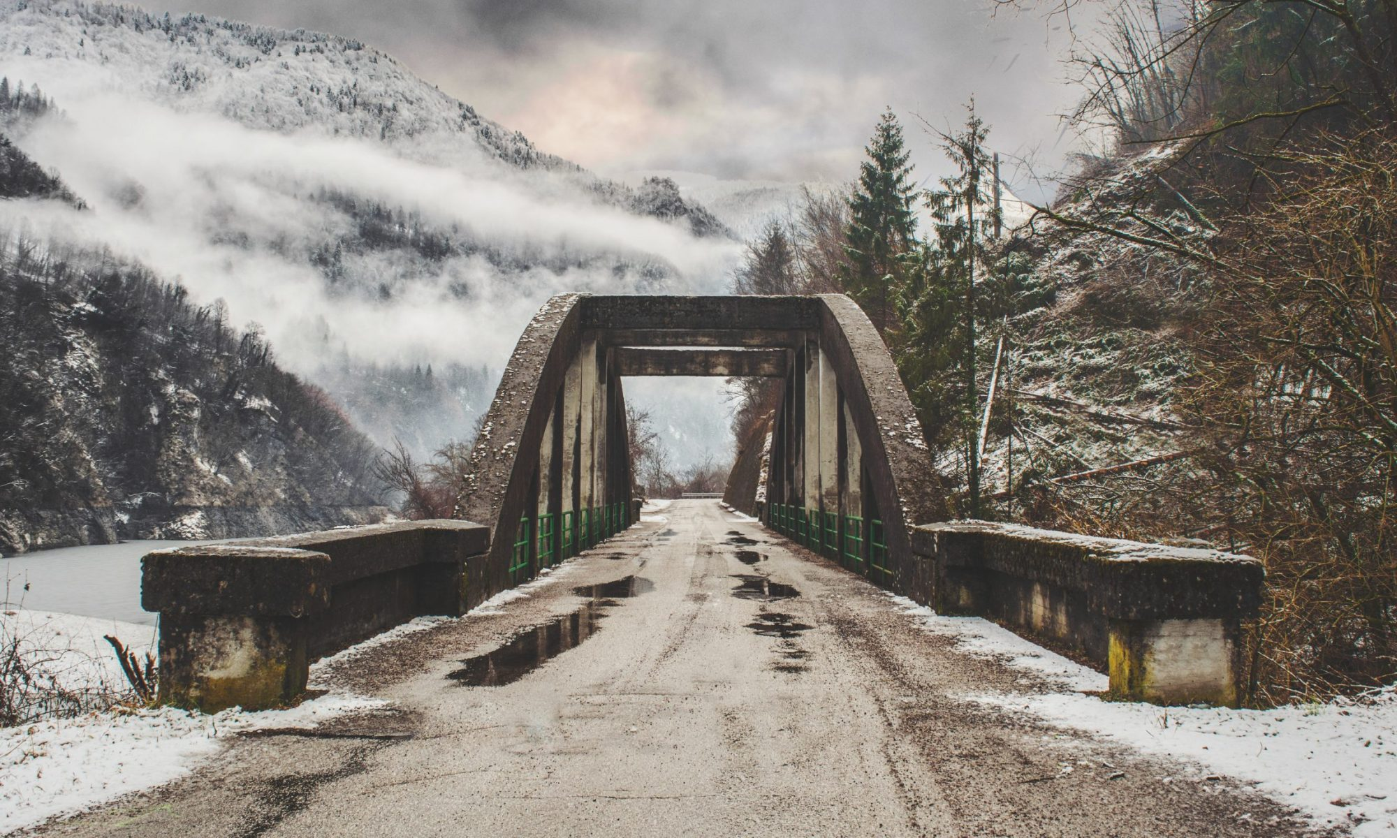 A bridge that separates you from here to your next adventure. Photo Federico Beccari- Unsplash.