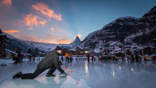 Curling downtown Zermatt. Photo Pascal Gertschen. Zermatt Tourism Office.
