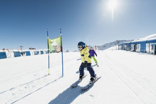 At the Skicamp on the Stubai Glacier Kids learn skiing under the best circumstances.Why Stubaital is a great region for the entire family. Photo: Stubaier - Tirol Werbung.