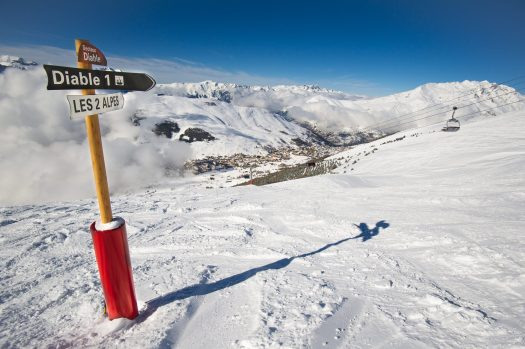 Winter in Les 2 Alpes. Photo b Yoann Peisin. Les 2 Alpes. What is New at Les 2 Alpes this season.
