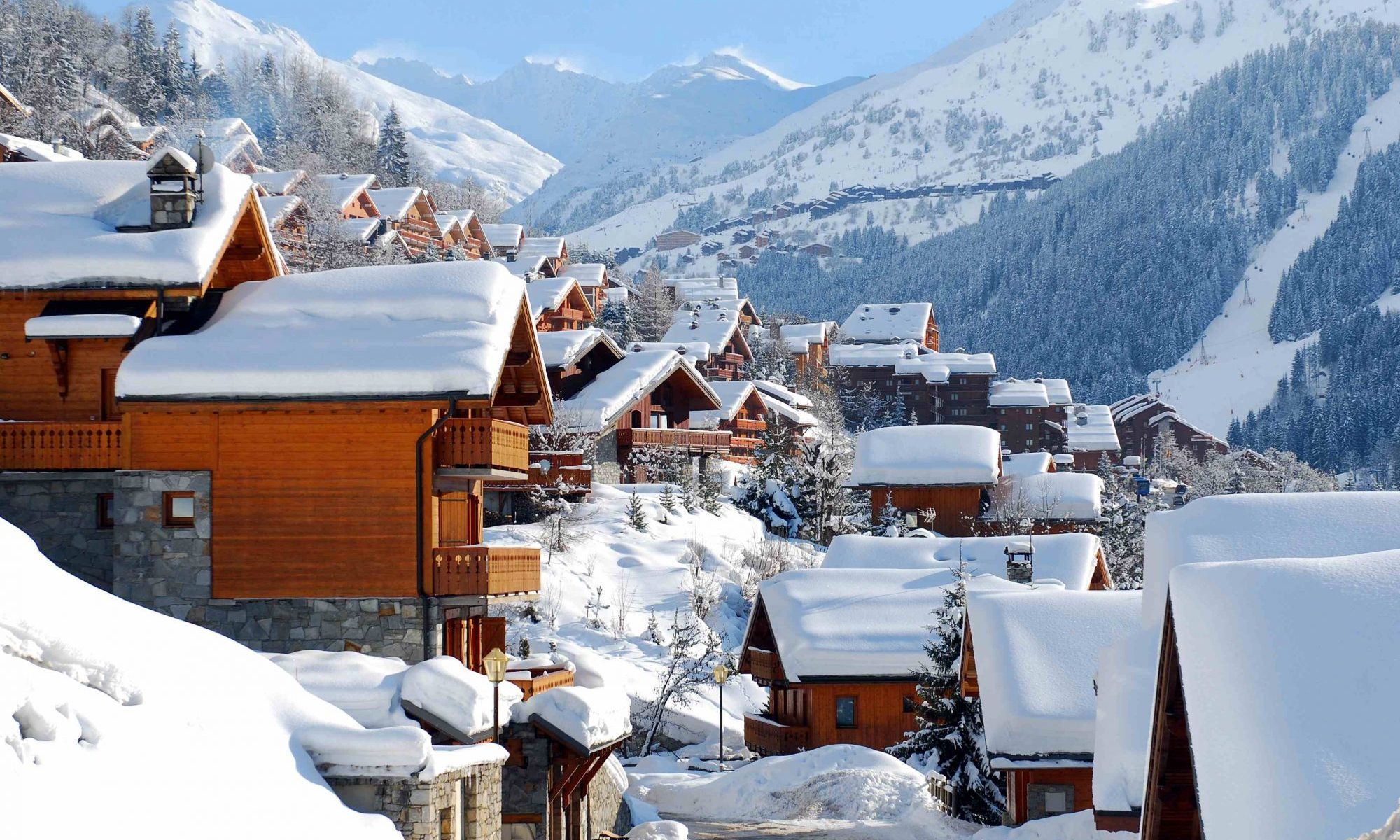 The pretty resort of Méribel in Les Trois Vallées. A British skier dies after falling 32 feet from a chairlift in the French resort of Méribel at the 3 Vallées.