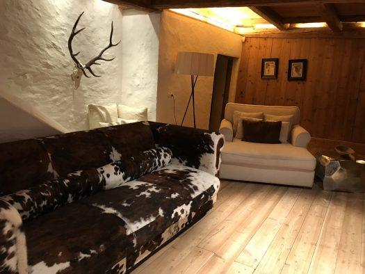 The sitting room upstairs at the White Deer - San Lorenzo Lodges. Photo: The-Ski-Guru. Spot on White Deer – San Lorenzo Mountain Lodge.