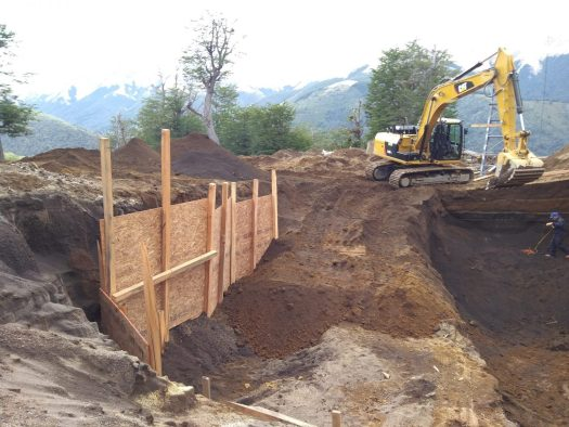 Excavating the ground to place the new start of the quad chairlift. Photo courtesy of Roberto Thostrup- Cerro Bayo. Cerro Bayo to create a new chairlift departure at 1400 meters.
