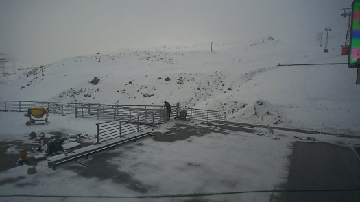 Valle Nevado 14 June. Does the snow in the Northern Hemisphere correlates with the Southern Hemisphere?
