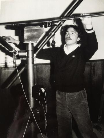Rick Howell, Geze USA Product Manager (1978-'86) utilizing a 'metallic-tibia surrogate-human' ASTM F-504 ski binding test device fabricated by Carl Ettlinger of Vermont Safety Research. Photo, 1981 at Sugarbush during the introduction of the Geze SE3.The new Future of Ski Bindings is here: Howell 880 Pro ACL friendly ski binding.