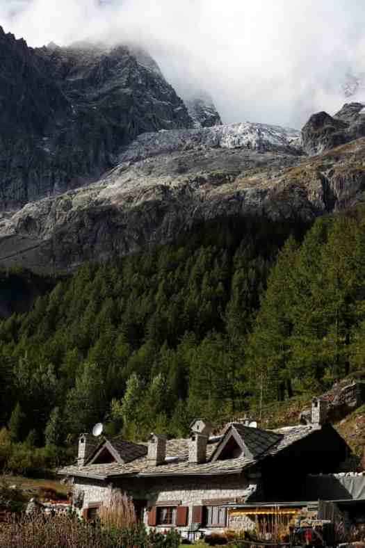 The Plancipieux glacier - photo Yara Nardi- Reuters/The Guardian. A fast-melting glacier in the Mont Blanc raised an alarm in the area of Val Ferret of Courmayeur.