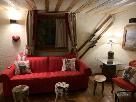 Il Cuore della Valdigne, a cosy home in the Valdigne. Book your stay at Il Cuore della Valdigne here. Aiguille du Midi vs Punta Helbronner – which one you should do?