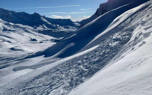 Avalanche on Slope. Photo courtesy: Henry's Avalaanche Talk. Off-Piste snow report for December 13, 2019 for the Northern French alps.