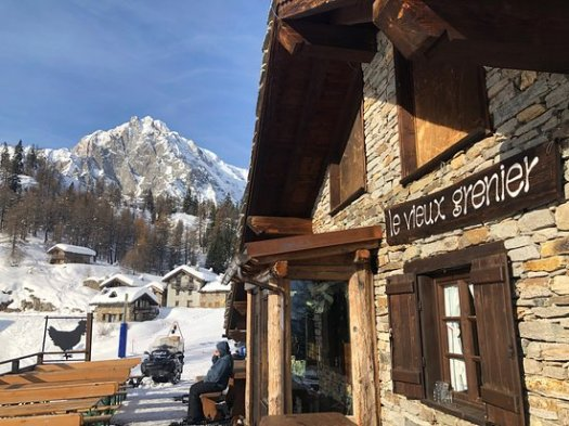 Le Vieux Grenier exterior. A Foodie Guide to on-Mountain Dining in Courmayeur.