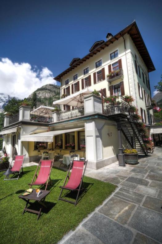 The garden of Villa Novecento in Spanish. Aiguille du Midi vs Punta Helbronner – which one you should do?
