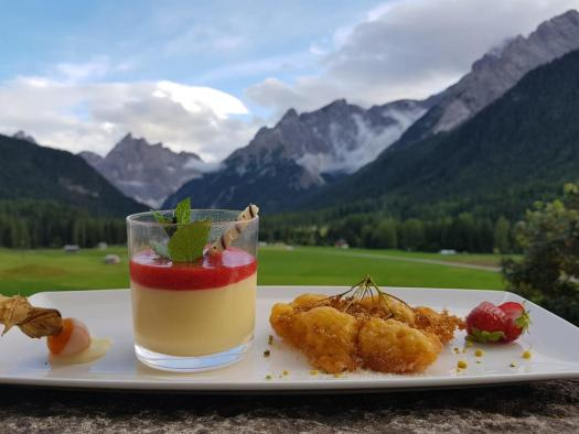 An afternoon tea al fresco at the Hotel Tre Cime Sesto. Book here your stay at the Hotel Tre Cime. Drei Zinnen will continue with its plan to install the Helmjet Sexten 10-seater cable car.