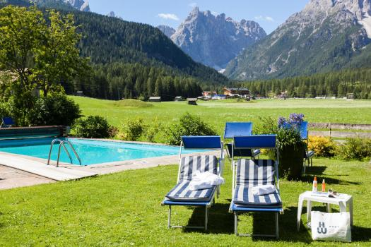 Pool with a view at the Hotel Tre Cime in Sesto. Book your stay at the Hotel Tre Cime here. Drei Zinnen will continue with its plan to install the Helmjet Sexten 10-seater cable car.