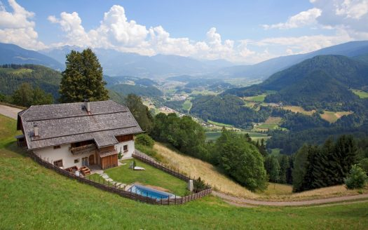 White Deer Lodge exterior. A Must-Read Guide to Summer in South Tyrol.
